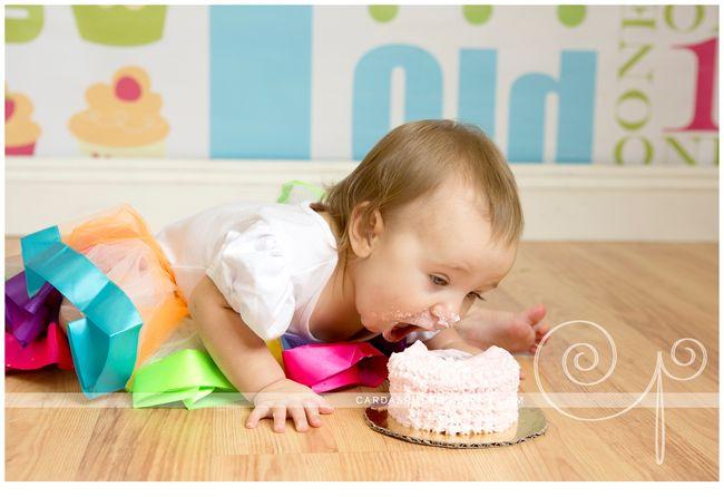 Audry 1st birthday cake smash (8)